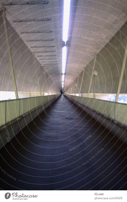 Tunnel 2 laufen Beton Brücke fahren Tunnel Geländer