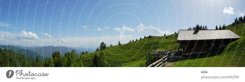 Hüttenpanorama Baum grün Wald Wiese Berge u. Gebirge Freiheit groß Aussicht Panorama (Bildformat) Alm Pflanze Haus Gipfelkreuz