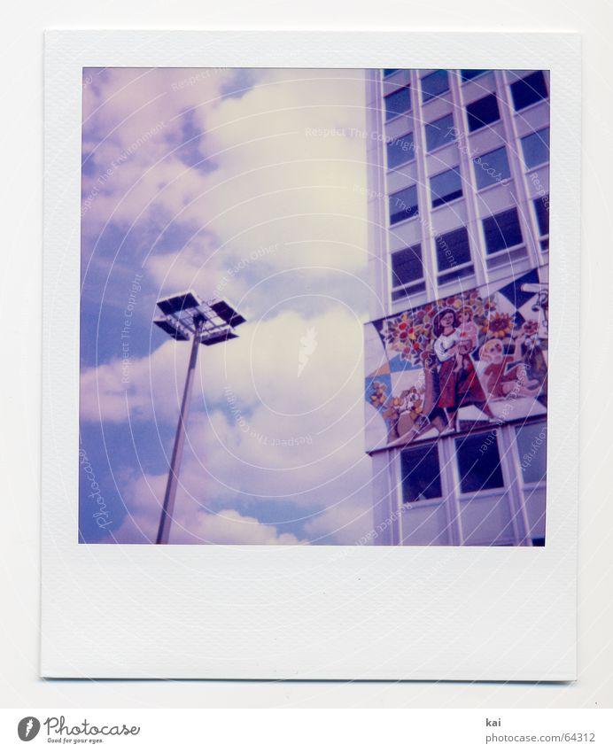 Berlin Alexanderplatz II Hochhaus retro Wolken Haus Nostalgie Vergangenheit haus des lehrer DDR Polaroid Hauptstadt Himmel Straßenbeleuchtung Laterne