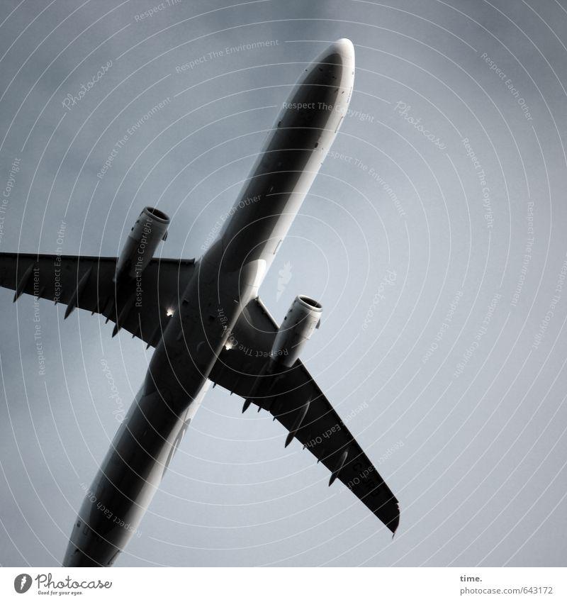Touristenschleuder Luftverkehr Ferien & Urlaub & Reisen Tourismus Himmel Wolken Flugzeug Passagierflugzeug Metall Stahl fliegen bedrohlich groß hoch Bewegung