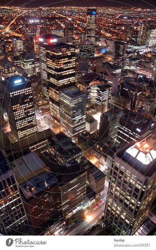 Melbourne Nightglow Stadt Nacht Hochhaus Vogelperspektive Straßenschlucht Australien Nachtaufnahme Außenaufnahme night rialto towers Licht lights architecture