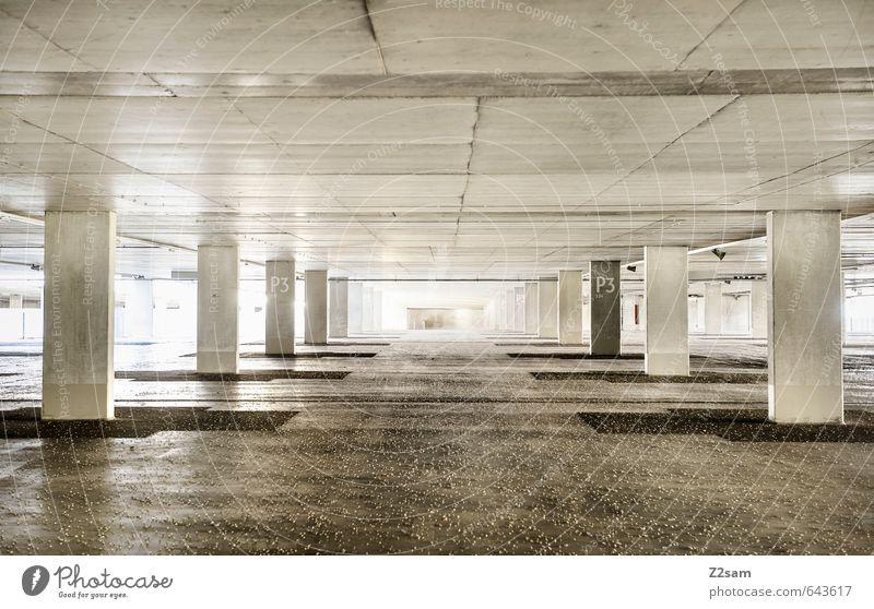freie platzwahl Parkhaus Bauwerk Gebäude Architektur ästhetisch kalt modern Sauberkeit grau ruhig Einsamkeit Ordnung Perspektive rein Ferne