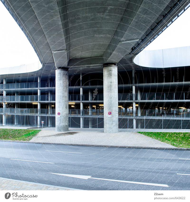 II Stadt ruhig kalt Straße Wiese Gras Wege & Pfade Architektur Gebäude Ordnung elegant Design modern Verkehr Perspektive ästhetisch