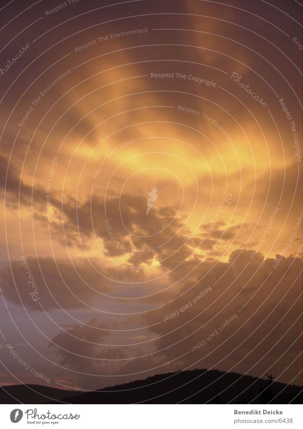 Ruhe nach dem Sturm II Wolken Licht Nacht violett gelb Himmel Sonne Abend Regen Gewitter orange Sonnenuntergang
