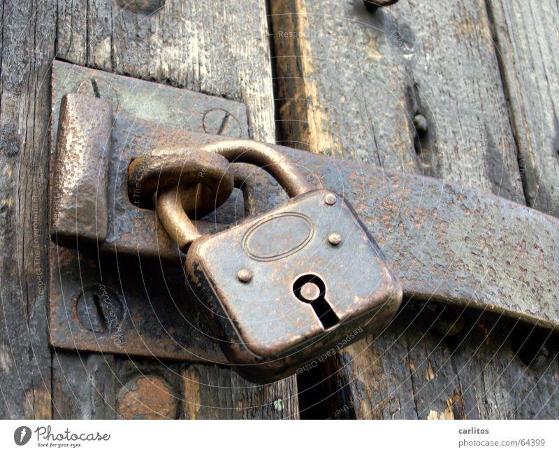 mein Auto, mein Boot, mein Schloss alt ruhig planen Tür Erfolg verrückt geschlossen Sicherheit Schutz Dinge Medien Burg oder Schloss Tor Reichtum Rost