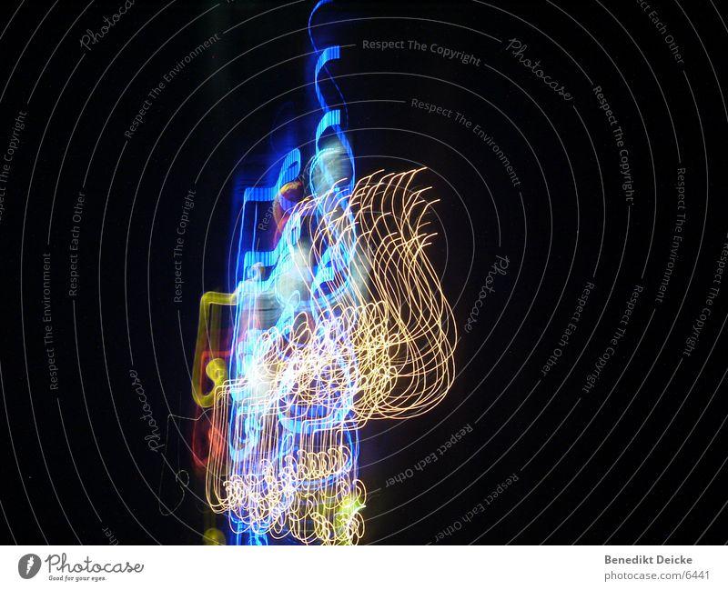 Lichtertanz Nacht lang mehrfarbig Langzeitbelichtung blau hell Farbe Unschärfe