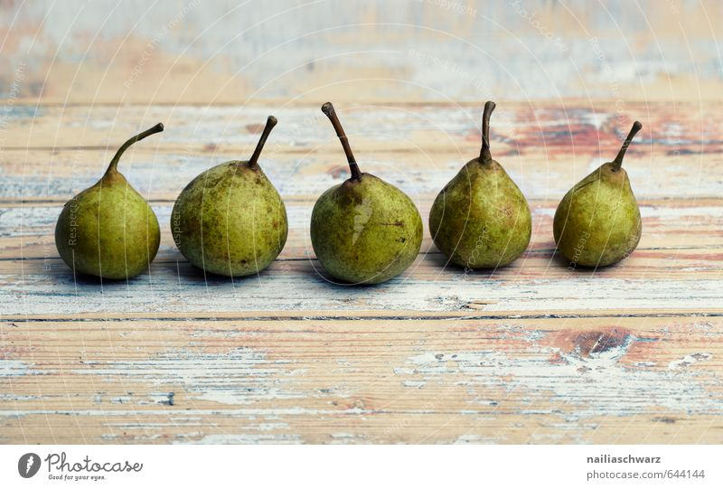 Birnen Lebensmittel Frucht Ernährung Bioprodukte Vegetarische Ernährung Diät Fasten Tisch Holztisch frisch Gesundheit schön lecker natürlich retro braun grün