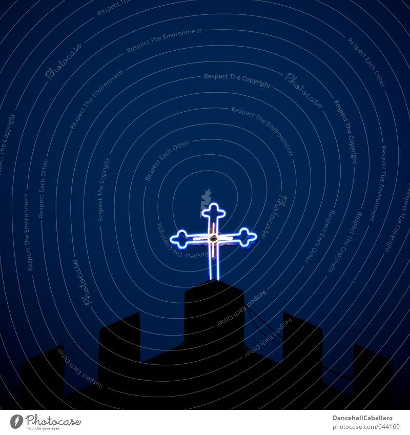 leuchtendes Kreuz in der Nacht Kirche Christliches Kreuz Glaube Christentum Religion & Glaube Jesus Christus Gott Gebet heilig Kruzifix katholisch Tod