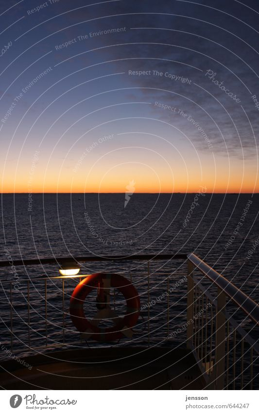Sonnenaufgang über' Skagerak Ferien & Urlaub & Reisen Kreuzfahrt Schifffahrt Fähre Stahl Wasser leuchten kalt schön blau orange Sicherheit ruhig Sehnsucht