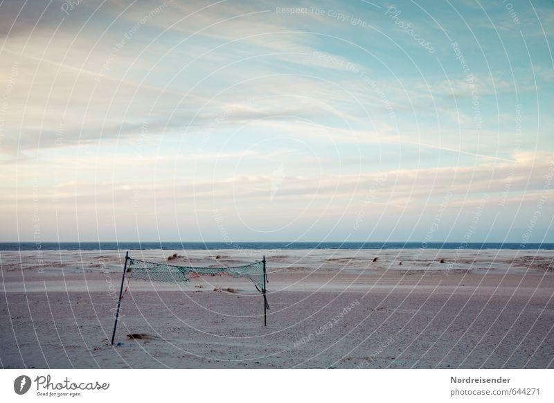Winterpause..... Strand Meer Sport Ballsport Sand Wasser Himmel Wolken Klima Wetter Küste Nordsee dunkel kaputt trist Fernweh Einsamkeit Freiheit Horizont Zeit