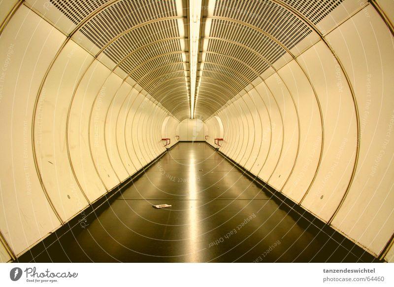 Ubahn . Wien U-Bahn lang rund Licht Wege & Pfade Ziel Gang