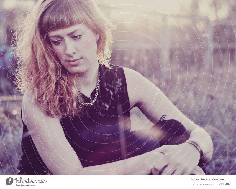 lichte lila liebe. elegant Stil feminin Junge Frau Jugendliche Haare & Frisuren Gesicht 1 Mensch 18-30 Jahre Erwachsene Schönes Wetter Sträucher Mode blond