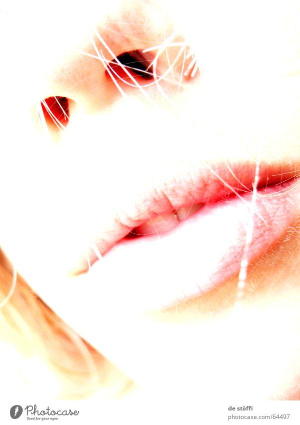 lonely.lips Lippen Nasenloch Einsamkeit Windzug Trauer Streicheln Frau Dame Mund Gesicht hell bleich Sehnsucht Traurigkeit Haare & Frisuren Kontrast
