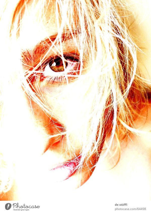 lonely.lady Einsamkeit Hälfte Gesichtsausschnitt Zukunft Trauer blenden Dame Frau Auge Kontrast hell Sehnsucht Lippen Blick warten Traurigkeit face Fragen