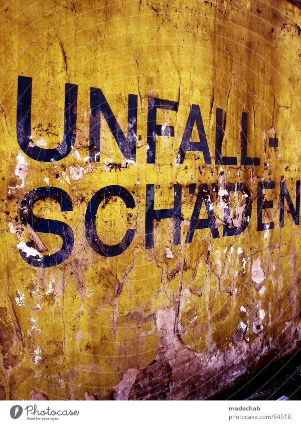 UNFALLSCHÄDEN | typo schriftzug dirty trash kaputt buchstaben Wand Mauer dreckig Schriftzeichen Buchstaben Industriefotografie Vergänglichkeit