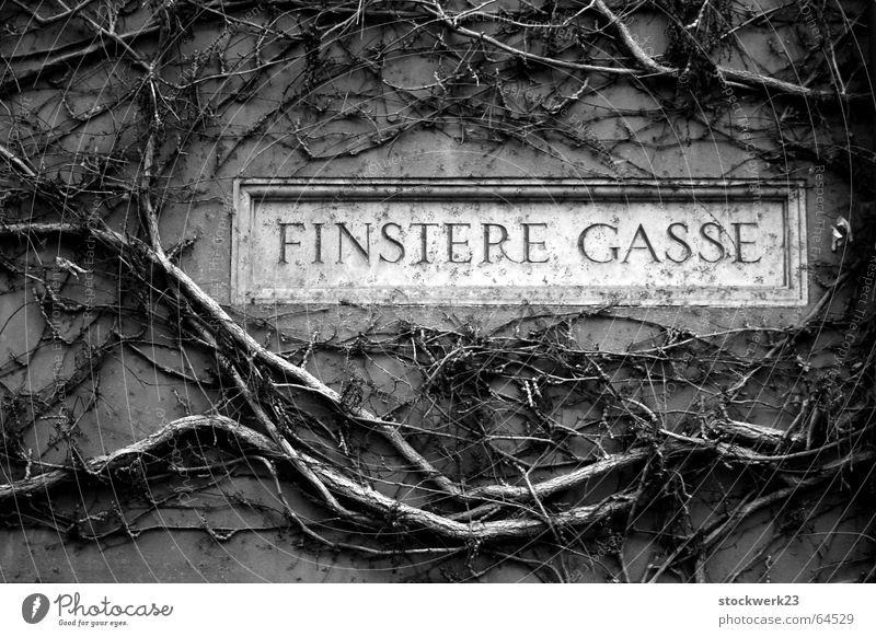 finstere gasse Architektur mystisch Märchen Gotik Straßennamenschild Augsburg Gothic