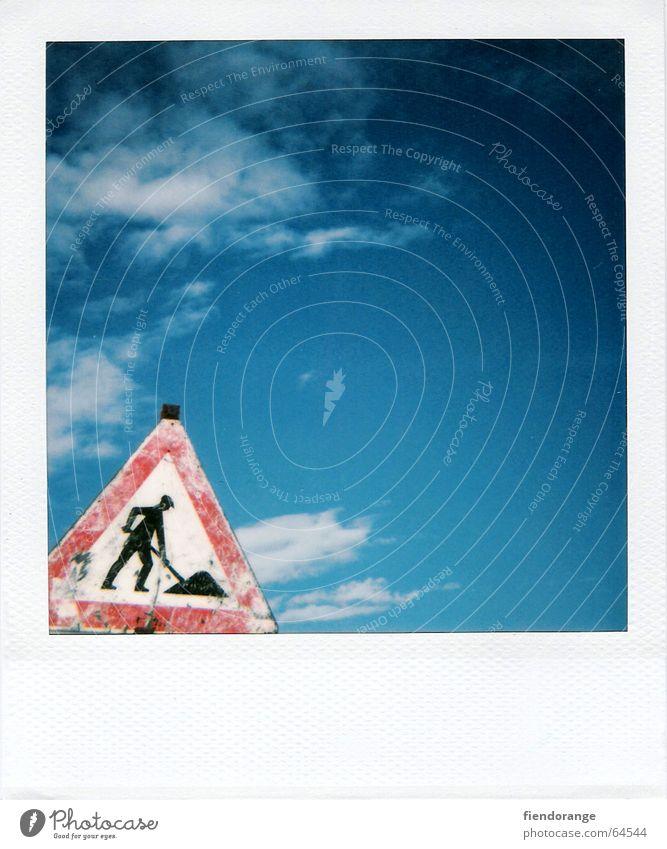 schwarzarbeit open air Himmel Wolken Arbeit & Erwerbstätigkeit Schilder & Markierungen Baustelle Freizeit & Hobby Polaroid Respekt Haufen Arbeitslosigkeit