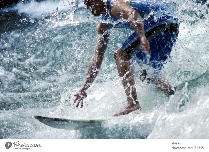 Surfer Mann Wasser Sport Wellen nass Geschwindigkeit Surfen Sportler extrem Extremsport