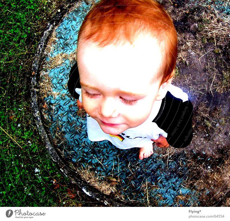 Till Kind rot Gesicht Gras Junge Haare & Frisuren lachen klein Deutschland Baby süß niedlich Kleinkind rothaarig Gully