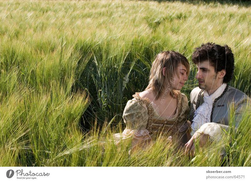 ein Bett im Kornfeld... Küssen grün Weizen Feld Ähren Frühling Barock Getreide Paar Liebe Karnevalskostüm Theaterschauspiel Liebespaar Zusammensein