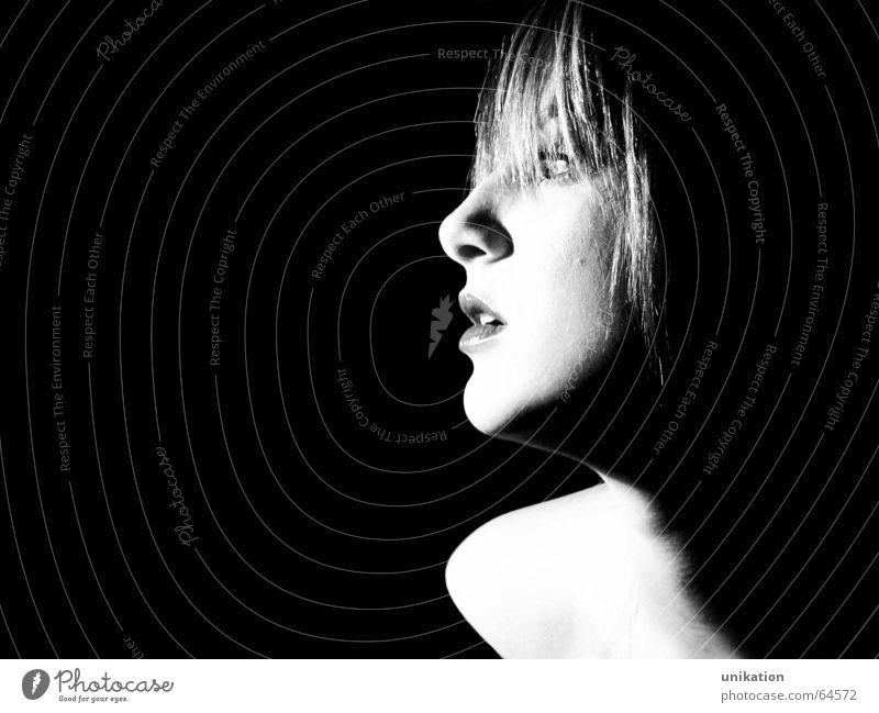 Janine Frau Model Silhouette Porträt schwarz weiß Blick Lippen Licht verführerisch Kopf Profil Schwarzweißfoto Kontrast Nase Auge Gesicht Schatten Beleuchtung