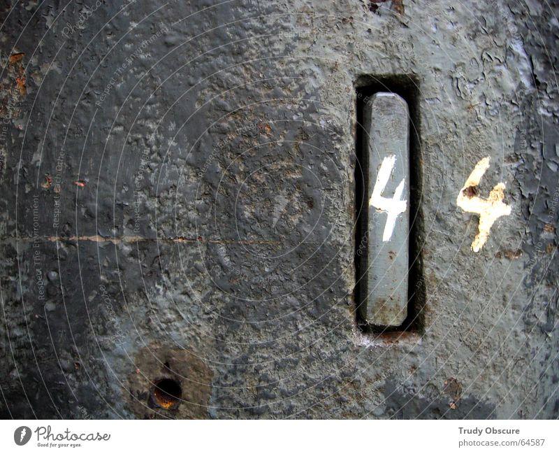postcard no. 44 alt Farbe schwarz dunkel Metall Hintergrundbild Bodenbelag Ziffern & Zahlen verfaulen verfallen Rost Versuch Oberfläche Eisen antik verwittert