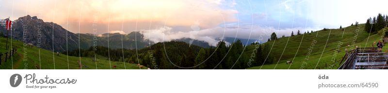 fern-sehen #2 Himmel Baum grün Wolken Ferne Wald dunkel Wiese Berge u. Gebirge Freiheit groß Aussicht Hütte Gewitter Panorama (Bildformat) Alm