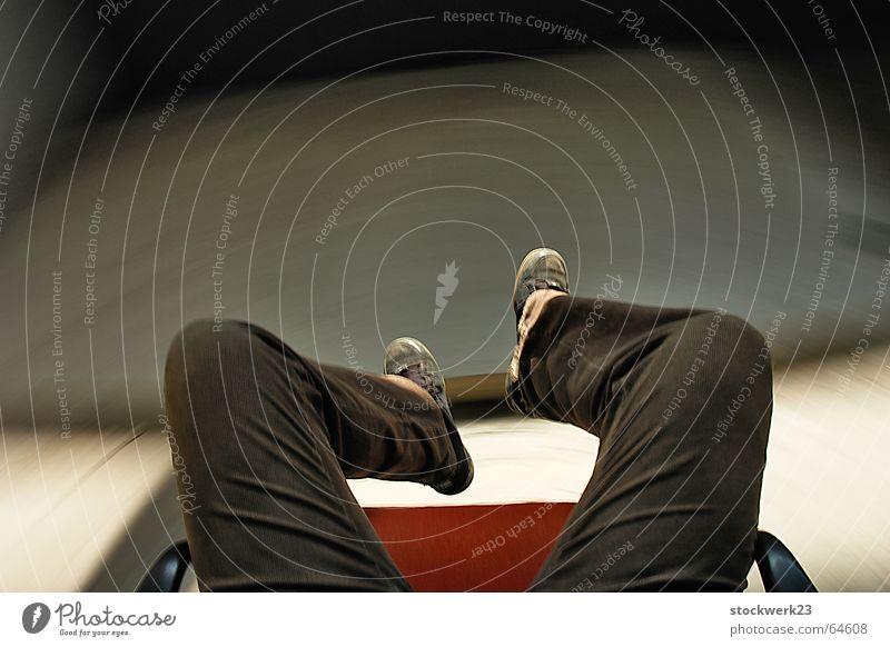 privatkarussell Drehstuhl Schuhe Hose Beton Selbstportrait Geschwindigkeit wahrnehmen Beine Alkoholisiert Schwindelgefühl