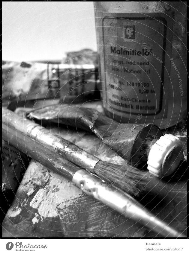 opas farben 5 Tube Ölfarbe Gemälde Holz Kunst scheckig alt gelb spritzen Fetzen Pinsel Farbe colour Erdöl streichen Fleck Schwarzweißfoto