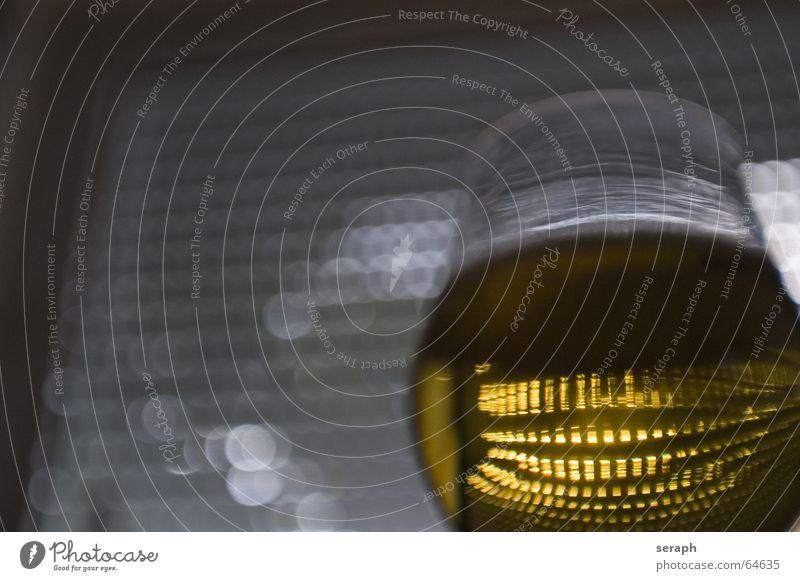 Prost Bier Bierglas Licht Reflexion & Spiegelung Schwache Tiefenschärfe Alkoholisiert Getränk Gastronomie Schaum Glaskugel abstrakt Erfrischung Kugel Kneipe