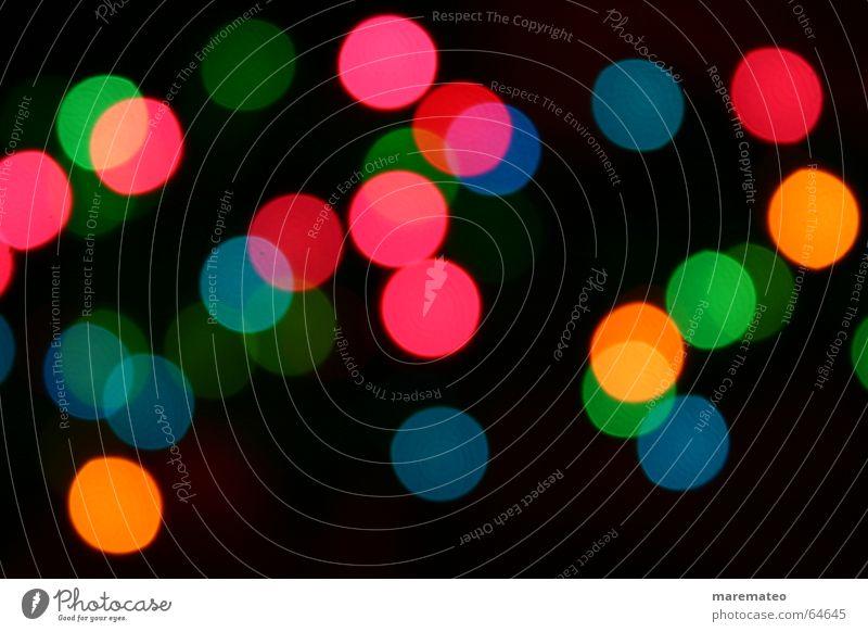 Die Lichter an! Unschärfe Lichtpunkt rosa gelb rot grün Nachtlicht dunkel Stimmung Lichterkette mehrfarbig durcheinander verteilen Zufall unregelmäßig Kreis