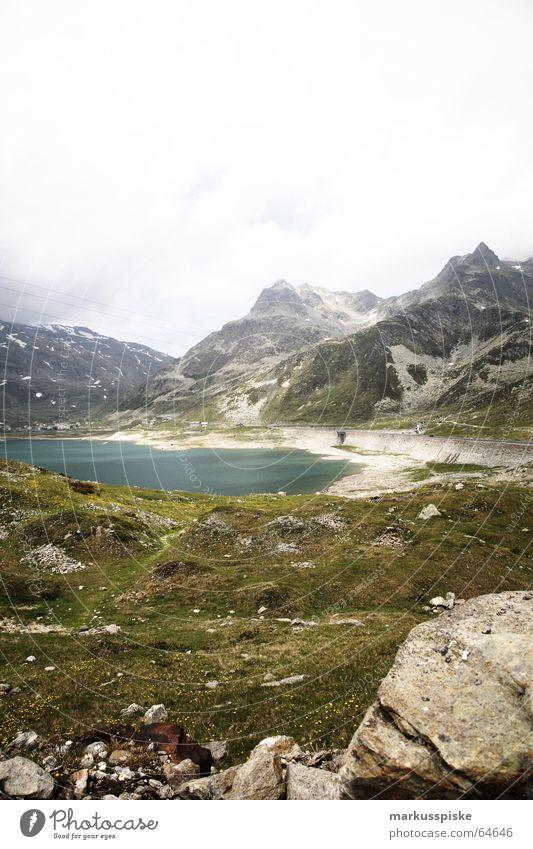 Lago di Montespluga 1901m alpin See Stausee Wiese grün türkis Schweiz Italien Meeresspiegel Wolken Berge u. Gebirge Felsen Schnee Alpen splügenpaß Himmel