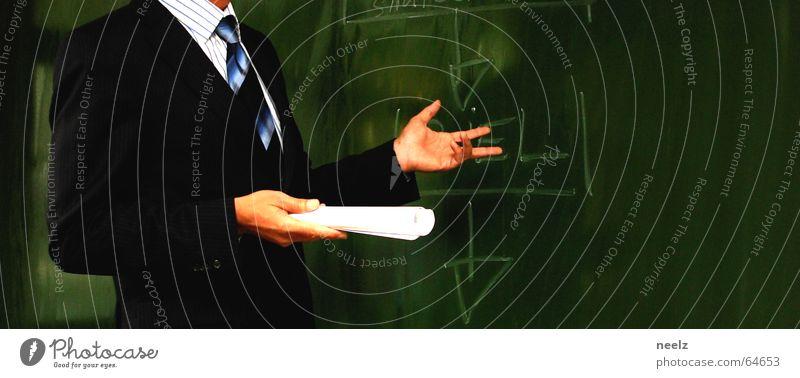 Handsprache gestikulieren evident Ziel Zweck Geschäftsleute Rede Krawatte Anzug Nadelstreifen Redekunst Vortragsraum dozieren Schulungsraum Zielvorstellung