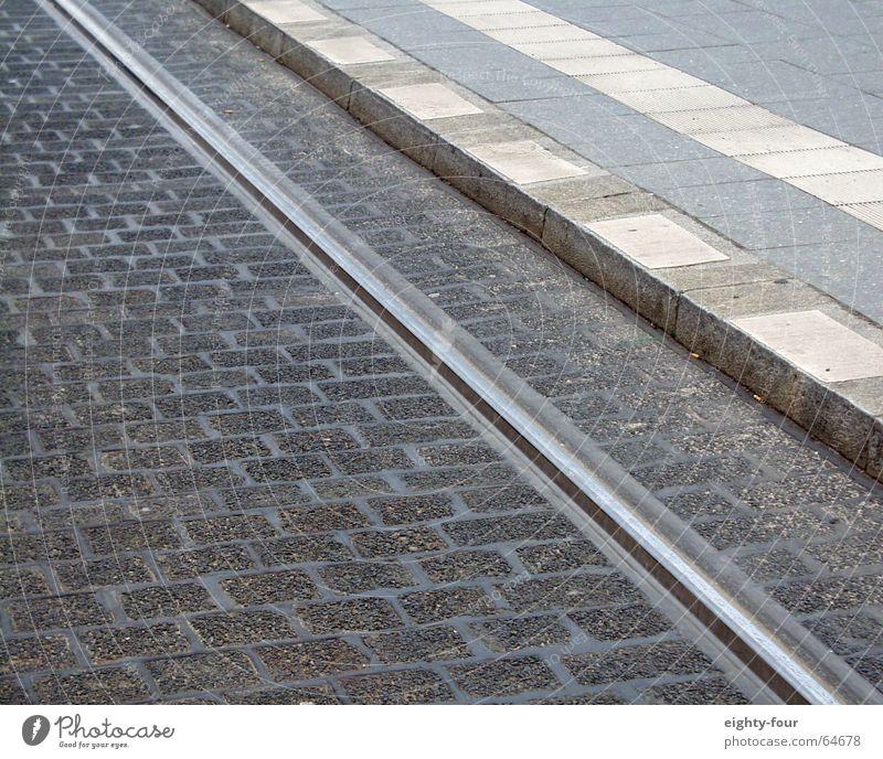gleisstudie_03 Asphalt Beton Gleise Straßenbahn fahren Verkehr grau Bordsteinkante Eisenbahn Kopfsteinpflaster eighty-four Fahrbahnmarkierung