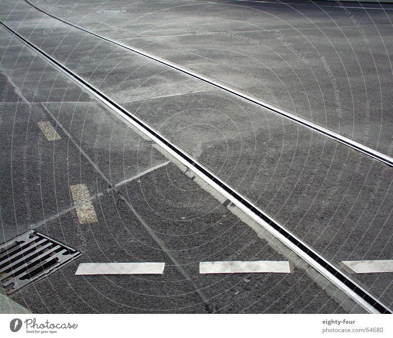 gleisstudie_05 Straße grau Beton Verkehr Eisenbahn fahren Asphalt Gleise Gully Straßenbahn Fahrbahnmarkierung