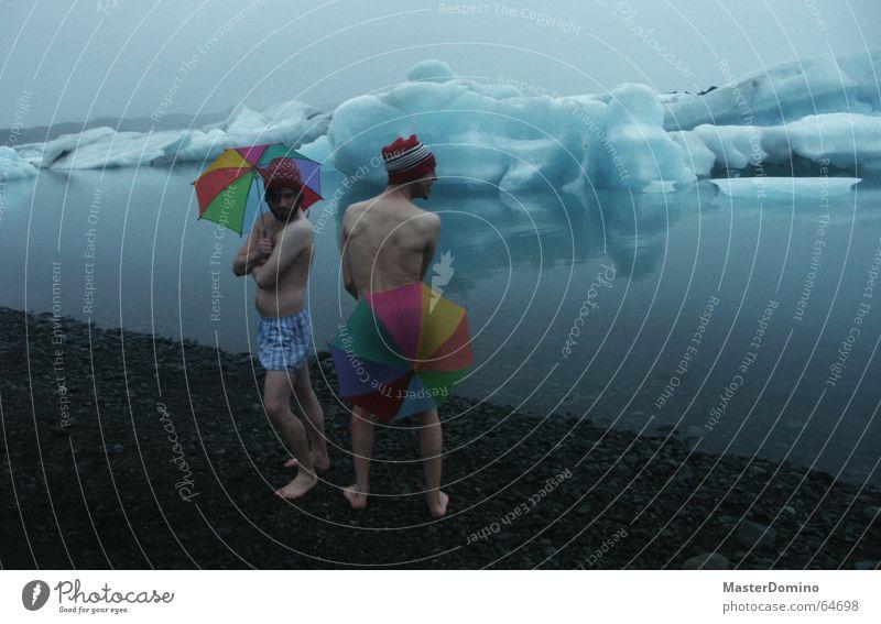 Vogue away Mann Strand schwarz hart ungemütlich kalt Meer See Lagune Gebirgssee Eisberg Eisblock Ewiges Eis schmelzen driften Körperhaltung Präsentation