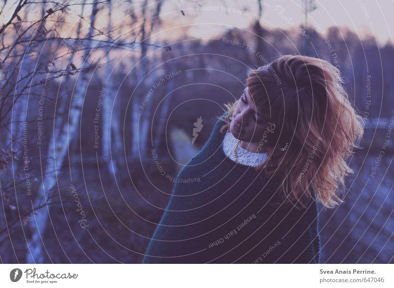lila luft. Lifestyle Stil feminin Junge Frau Jugendliche Haare & Frisuren Gesicht 1 Mensch 18-30 Jahre Erwachsene Umwelt Natur Baum Bekleidung Pullover