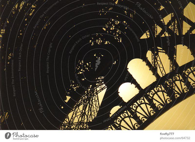 Eifelturm im Gegenlicht Gebäude Paris Frankreich Wahrzeichen Tour d'Eiffel