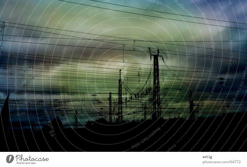 Handyfeuerzeug Gratis Dazu. Himmel schwarz Wolken dunkel Linie Wetter Eisenbahn Köln