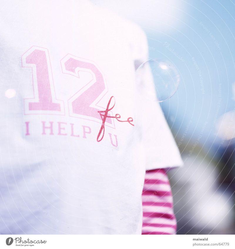 Ich liebe Seifenblasen... Kind Jugendliche Mädchen Himmel weiß blau Wolken Spielen träumen hell rosa Bekleidung T-Shirt Freizeit & Hobby dünn Klarheit