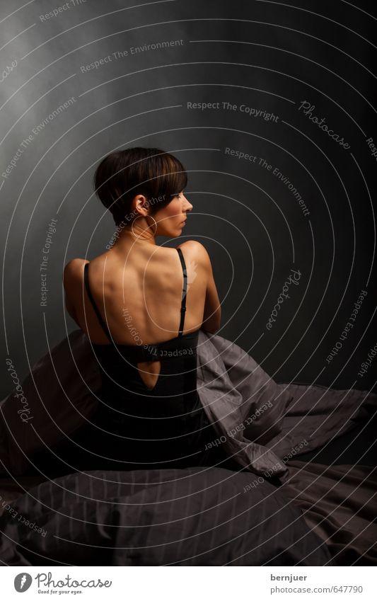 Blues in Grey Minor Lifestyle elegant Stil sportlich Mensch feminin Junge Frau Jugendliche Rücken 1 18-30 Jahre Erwachsene sitzen Coolness schön dünn grau ruhig