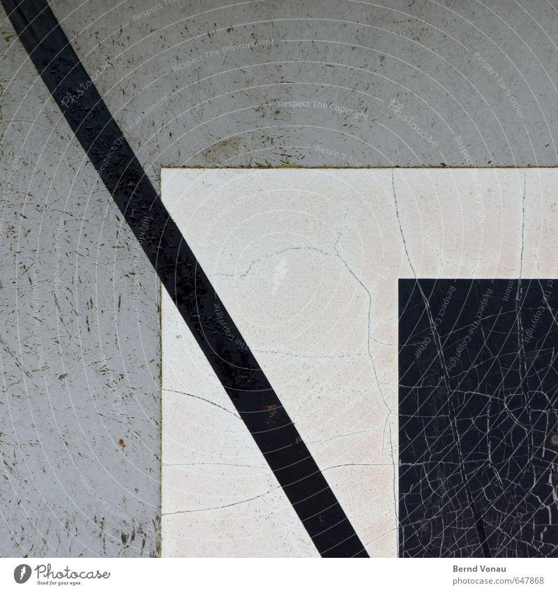 \ Schilder & Markierungen schwarz weiß grau Riss kleben Kunststoff alt Neigung graphisch Kontrast Tag Außenaufnahme Strukturen & Formen Rechteck