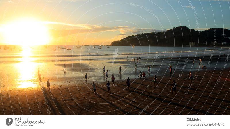hacia el ocaso // Sonnenuntergang in Nikaragua Mensch Himmel Natur Ferien & Urlaub & Reisen Wasser Meer Landschaft Wolken Strand Küste Schwimmen & Baden Wellen Zufriedenheit laufen Tourismus Fußball