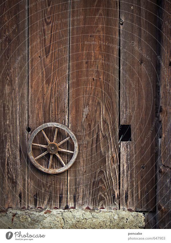mit rad und tat alt Haus Leben Holz braun Arbeit & Erwerbstätigkeit Dekoration & Verzierung authentisch Wandel & Veränderung rund Zeichen Kultur fahren Landwirtschaft Dorf Hütte