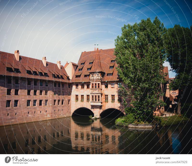 Heilig-Geist-Spital Gotik Himmel Sommer Schönes Wetter Baum Flussufer Nürnberg Stadtzentrum Altstadt Brücke Bauwerk Seniorenheim Fassade Sehenswürdigkeit