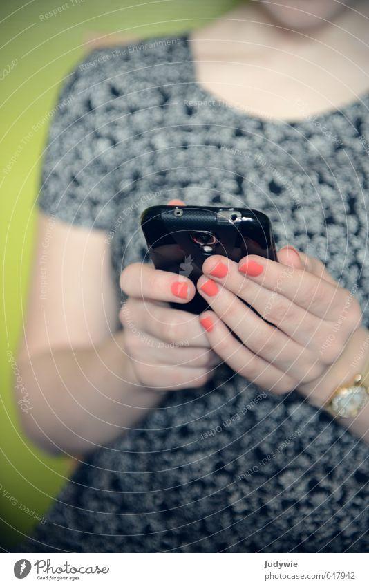Kannst du noch ohne? Mensch Kind Jugendliche Hand Junge Frau 18-30 Jahre Erwachsene feminin Spielen Schule Freizeit & Hobby Wohnung Lifestyle 13-18 Jahre Finger Kommunizieren