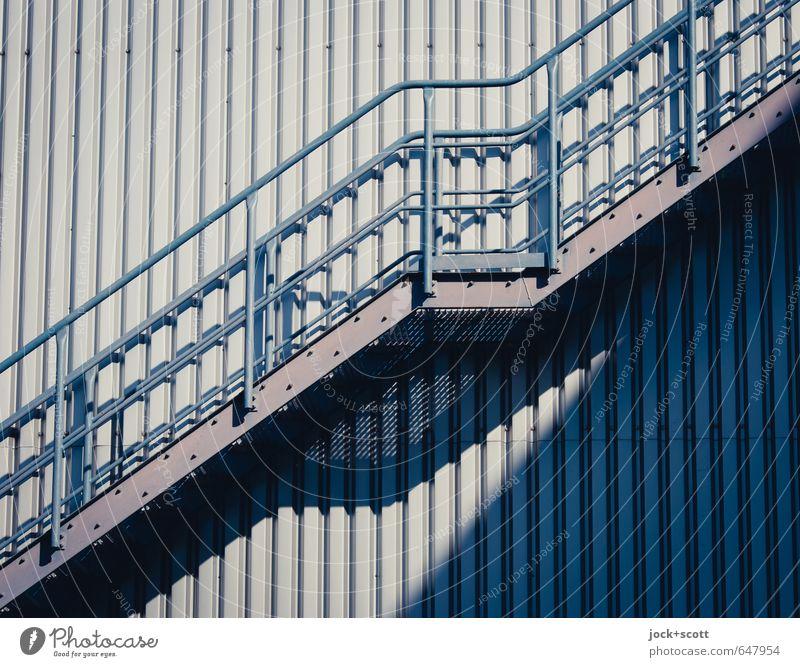 Aufstieg & Abstieg Treppe Treppengeländer Treppenabsatz Gitterrost Notausgang Metall Linie Streifen Wärme grau Einigkeit gleich kompetent modern Qualität Stil