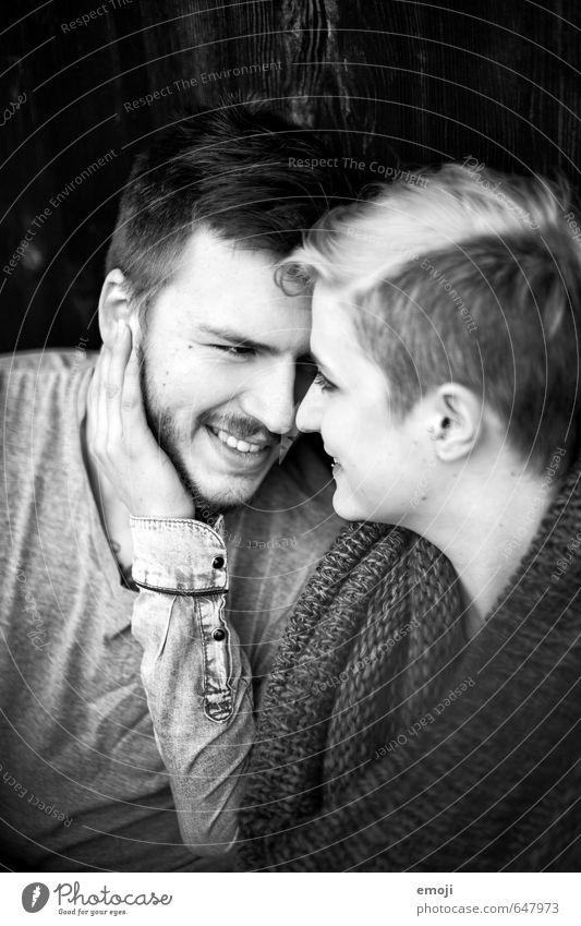 wir maskulin feminin Junge Frau Jugendliche Junger Mann Paar 2 Mensch 18-30 Jahre Erwachsene trendy schön Glück lachen Fröhlichkeit Verliebtheit Liebe nah
