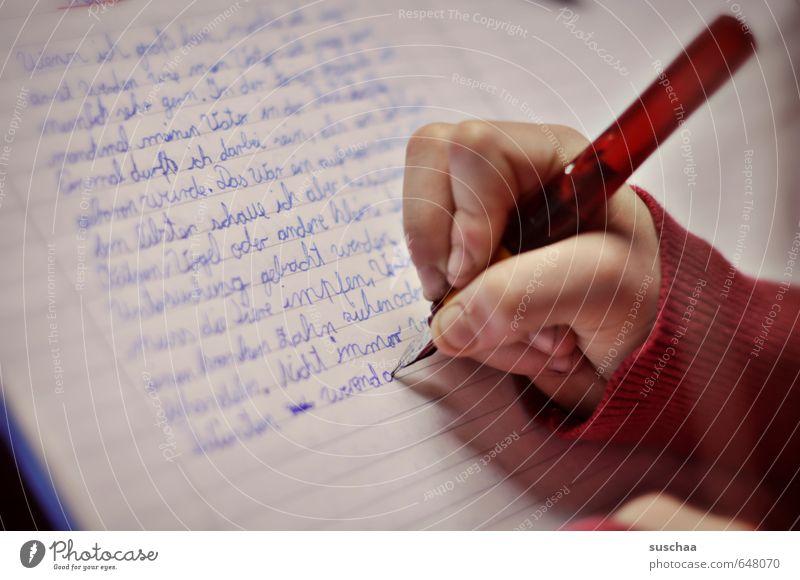 Aufsatz III Mensch Kind Hand Mädchen Junge Schule Kindheit Schriftzeichen Finger lernen Papier Bildung schreiben 8-13 Jahre Schriftstück Füllfederhalter