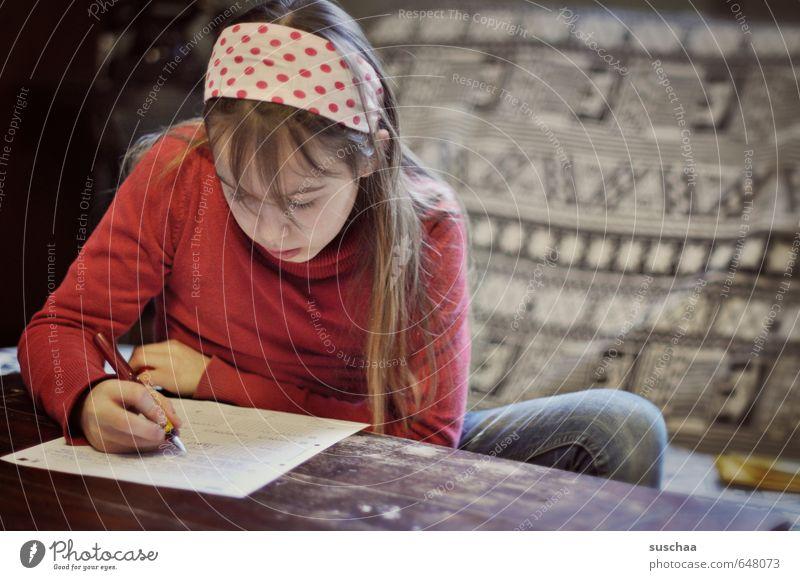 hausaufgaben I Mensch Kind Hand Mädchen Gesicht Leben feminin Haare & Frisuren Kopf Schule Häusliches Leben Kindheit Finger Papier 8-13 Jahre schreiben